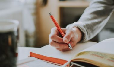 クラウドソーシングで勉強すると稼げる案件4選